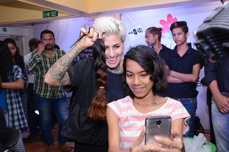 Sapna Bhavnani with #HairleysAngels at Jaslok Hospital
